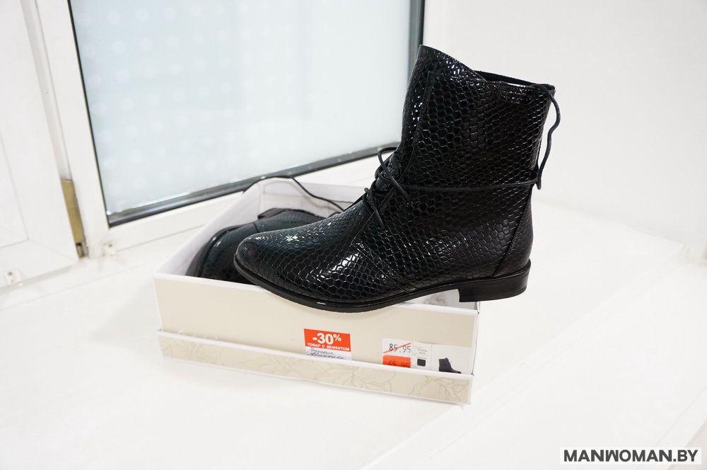 У данной пары обуви обозначен дефект в виде разной структуры поверхности и скидка -30%.
