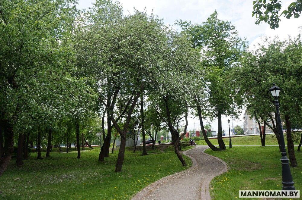 progulka-po-vesennemu-loshickomu-parku_17